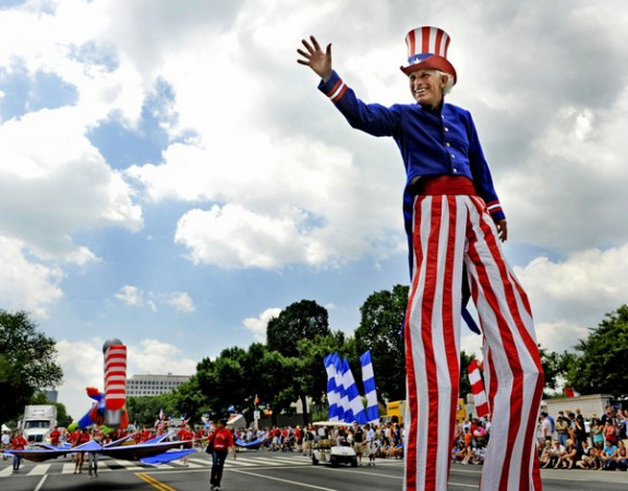 SLUG:   PH/FOURTH-3  DATE:  07/04/09 CREDIT:  Linda Davidson / staff/ The Washington Post   LOCATION:  Washington, DC  CAPTION:  Annual Independence Day (Fourth of July) Parade down Constitution Avenue. PICTURED:   Steve Myott as Uncle Sam on stilts during the parade.  StaffPhoto imported to Merlin on  Sat Jul  4 15:07:13 2009