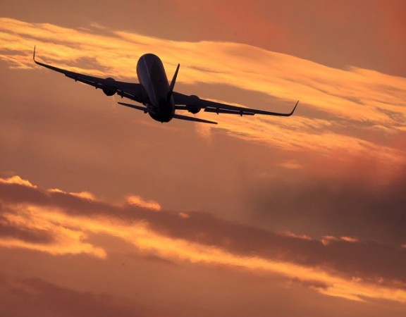 airplane_sunset_r900x493